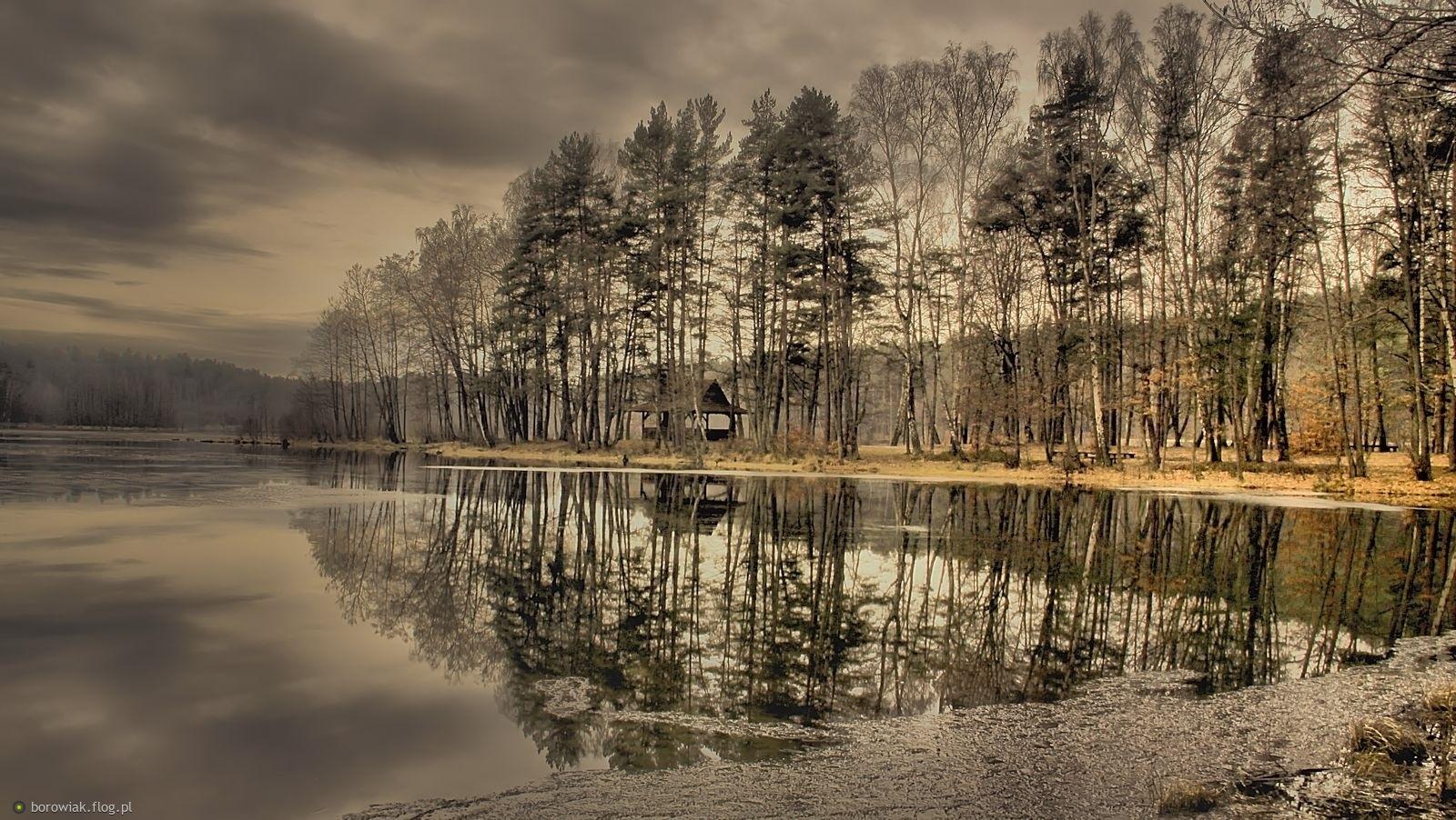 Uciekają chmury znad jeziora...