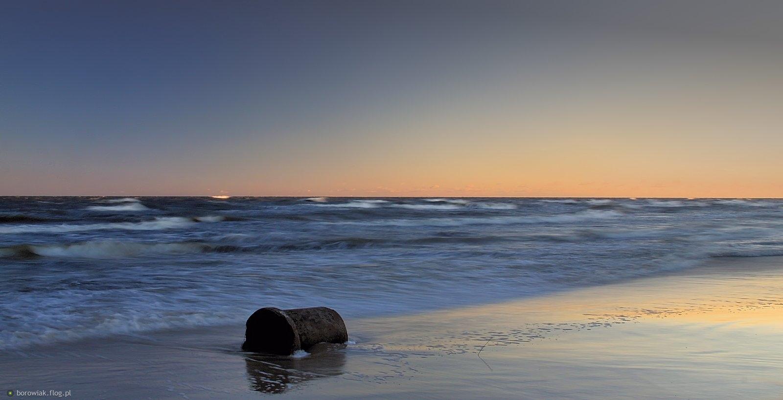 Morze zabiera co może...