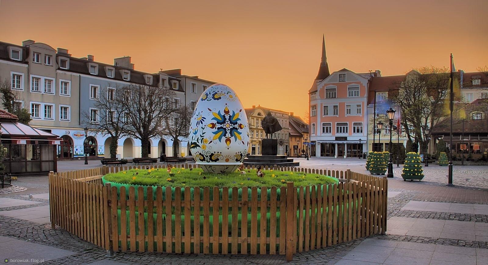 Kaszubskie jajo na Placu Wejhera...