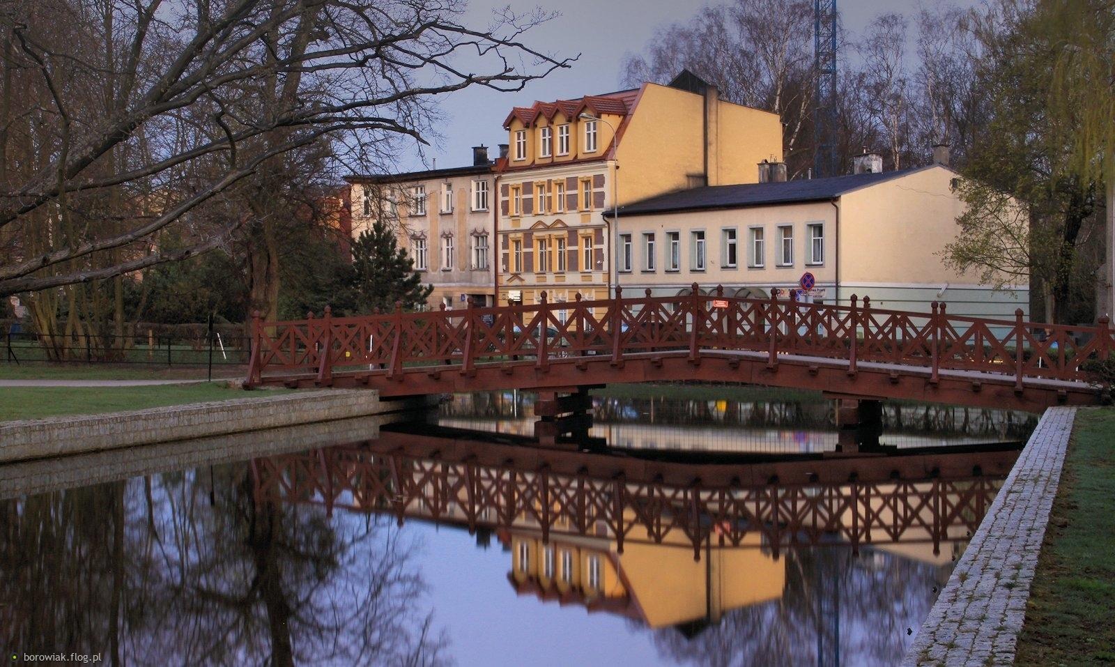 Mostek nie zielony, to i wygina się inaczej...