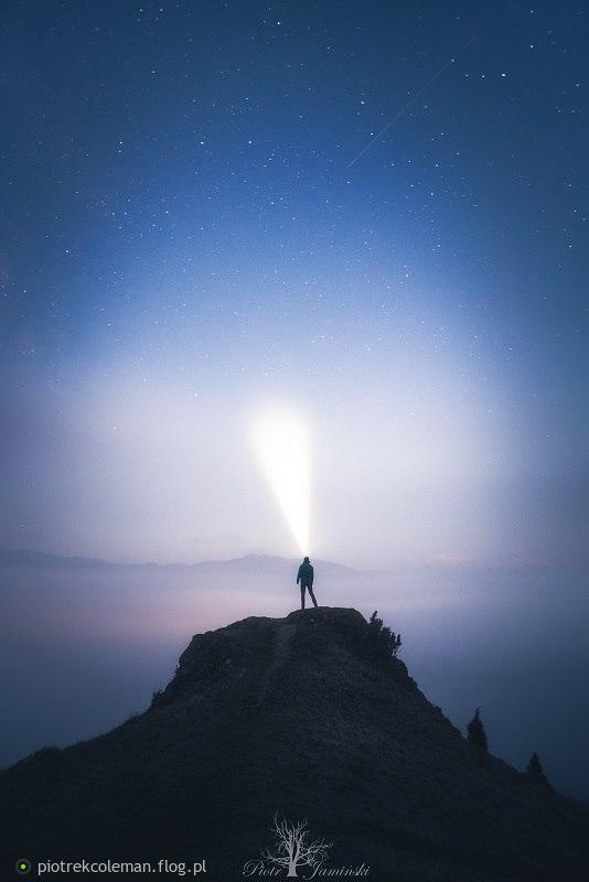 Człowiek ponad morzem mgieł...