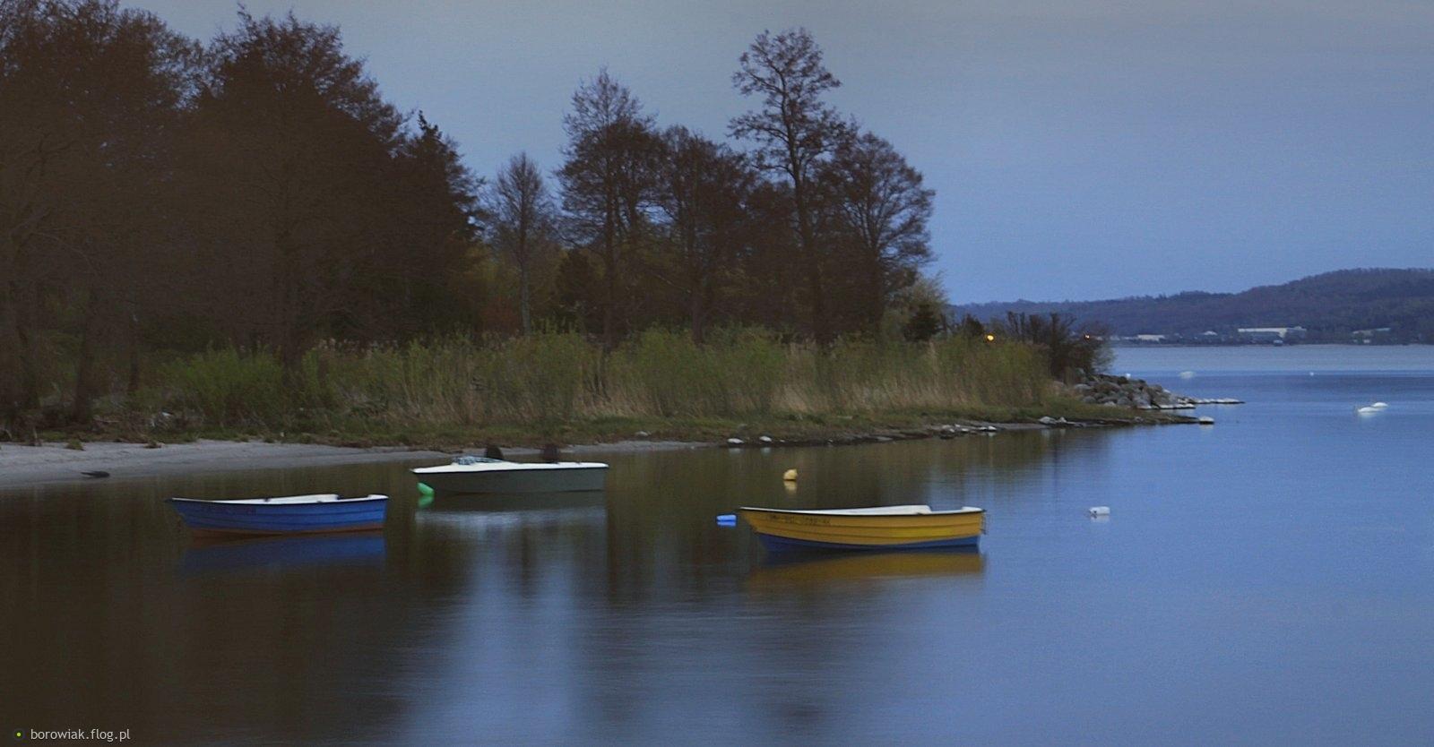 Nerwowe te łodzie, nie chcą stać w bezruchu...