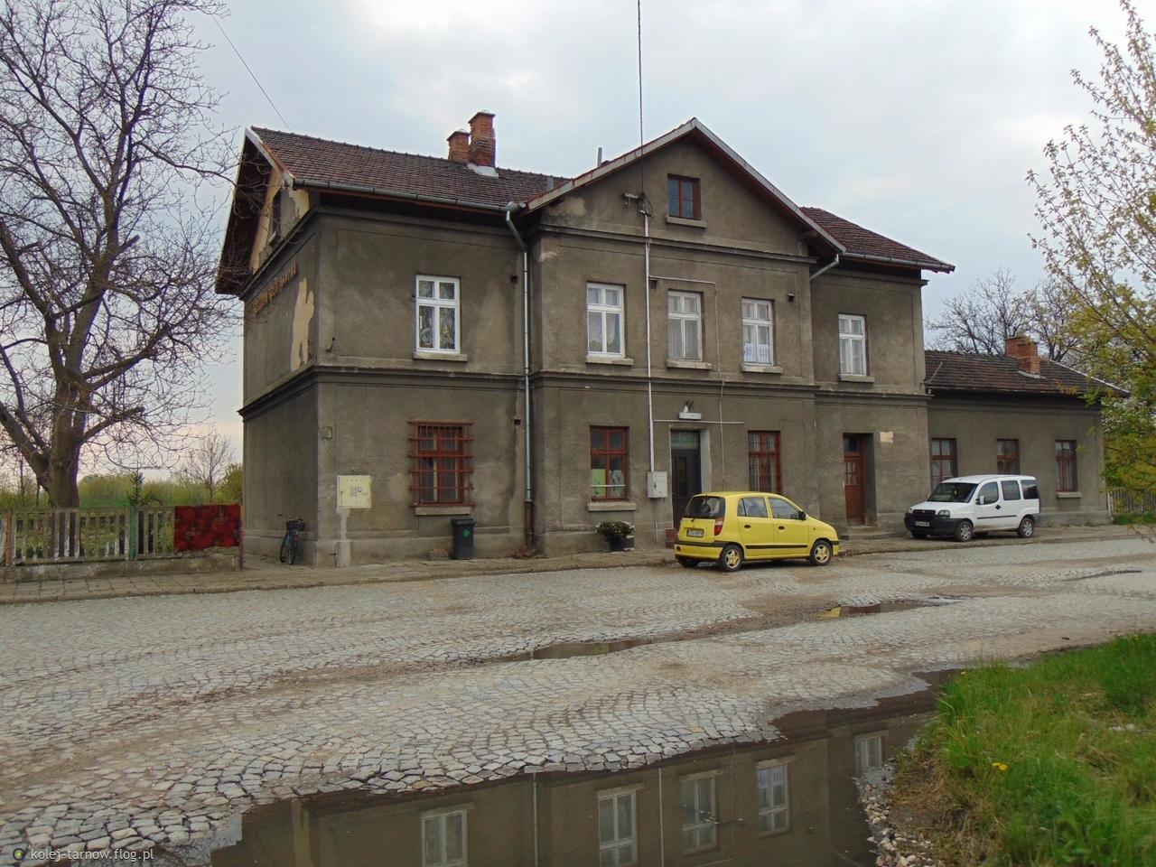 Dworzec kolejowy w Szczucinie Koło Tarnowa