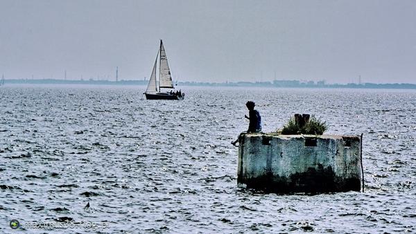 http://s22.flog.pl/media/foto_middle/11738567_-marzyciel--dyrygent-fal-czy-rzezba-na-morzu--gdynia.jpg