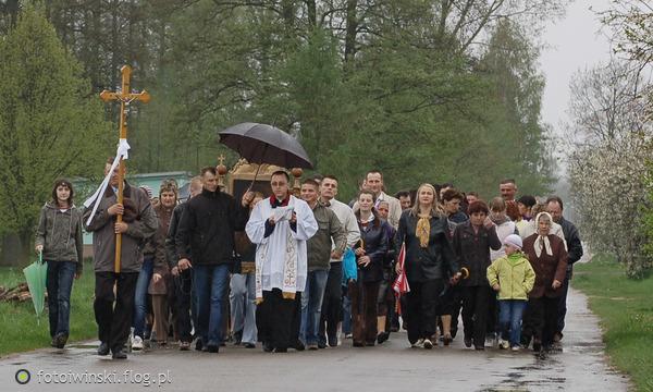 http://s22.flog.pl/media/foto_middle/11780432_poswiecenie-pol.jpg
