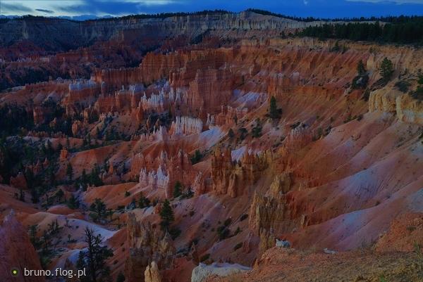 http://s22.flog.pl/media/foto_middle/11795659_bryce-canyon-nat039l-park--czi--sunrise-point--przed-wschodem-slonca.jpg