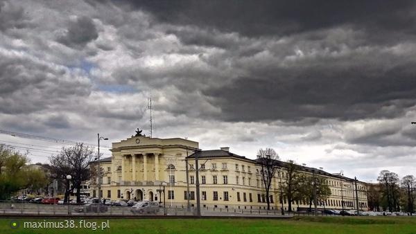 http://s22.flog.pl/media/foto_middle/11860056_palac-mostowskich-hilzenow--palac-znajdujacy-sie-przy-ul-nowolipie-2-obecnie-siedziba-komendy-stolecznej-policji.jpg