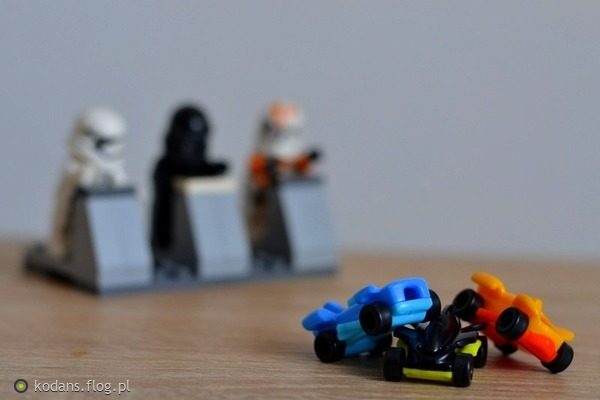 http://s22.flog.pl/media/foto_middle/11860153_czesto-tak-nam-sie-spieszy-do-szczescia-ze-przejezdzamy-bezmyslnie-na-czerwonym-swietle-a-wtedy-nie-trudno-o-wypadek-.jpg