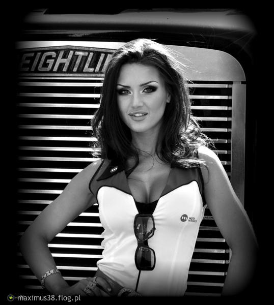 http://s22.flog.pl/media/foto_middle/11870134_tamta-dziewczyna.jpg