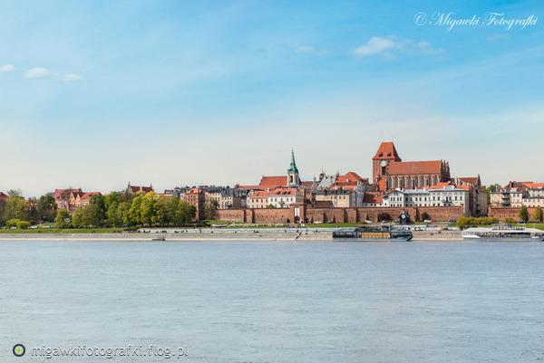 http://s22.flog.pl/media/foto_middle/11888508_torun-panorama.jpg