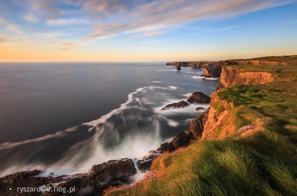 http://s22.flog.pl/media/foto_middle/11921089_kilkee-cliffs.jpg