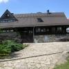 Pieniny, Schronisko i Gór<br />ski Ośrodek Szkolno-Wypoc<br />zynkowy Pod Durbaszką, 22<br />.07.2016.  :: Budynek dzisiejszego schr<br />oniska górskiego i ośrodk<br />a szkolno-wypoczynkowego <br />powstał w latach 1949-