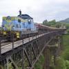 Czarny most w Nowej Rudzi<br />e :: SM42-3125 należąca do Maj<br />koltrans ciągnie urobek z<br /> Tłumaczowa do Wałbrzycha<br /> Głównego gdzie na